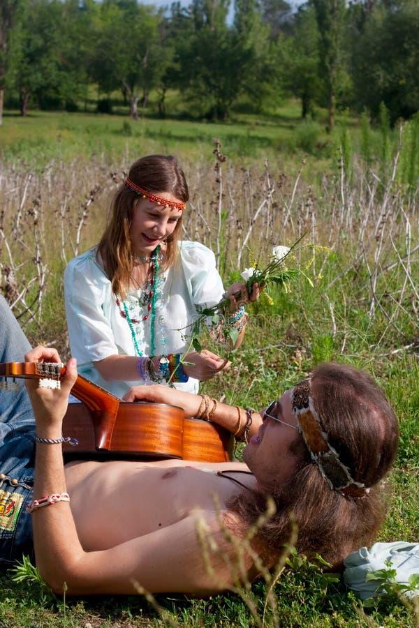 Homens e mulher novos da hippie do retrato imagem de stock royalty free