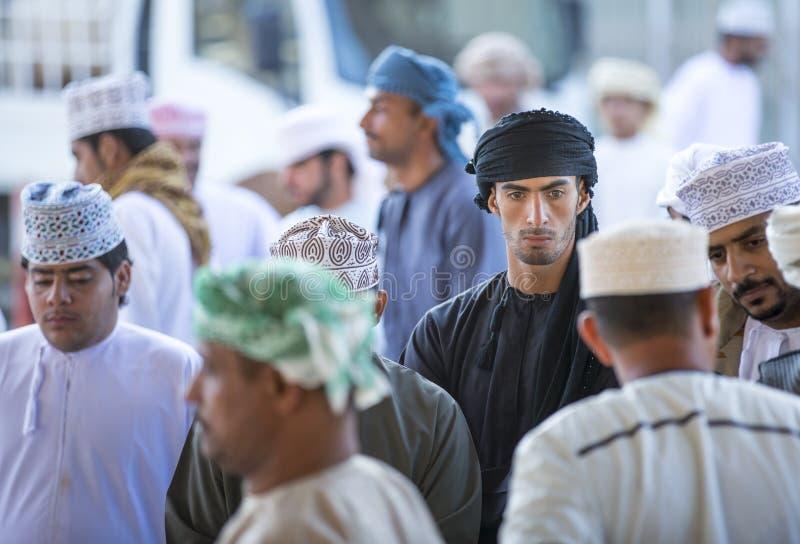 Homens em um mercado em Nizwa imagens de stock royalty free