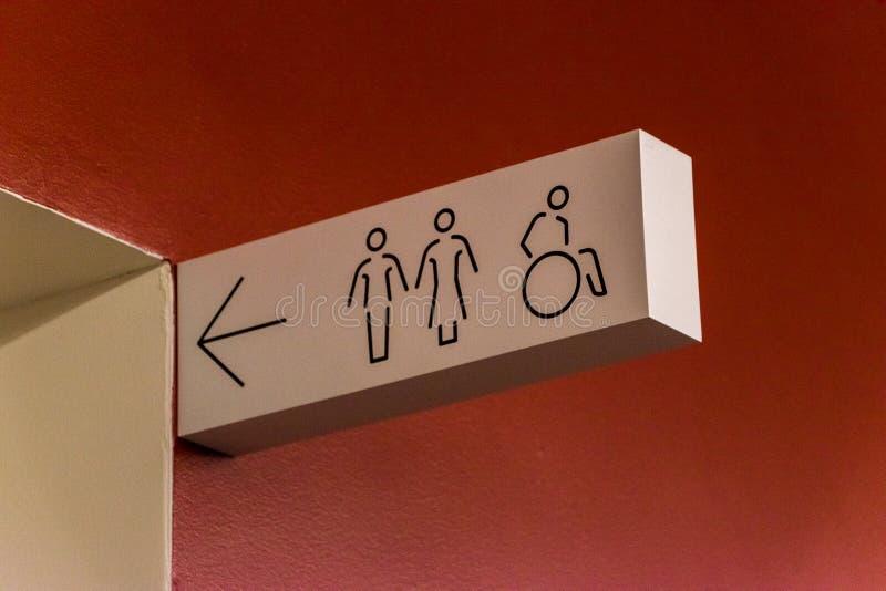Homens, mulheres e sinal deficiente do toalete imagens de stock