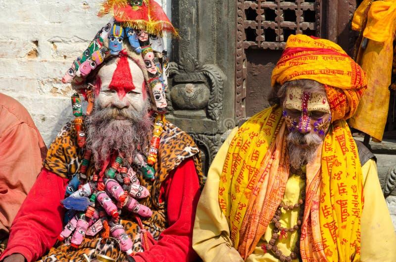 Homens não identificados de Sadhu Holy com a cara pintada tradicional fotografia de stock