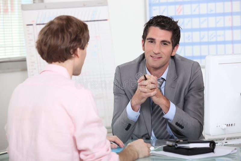 Homem na entrevista de trabalho foto de stock