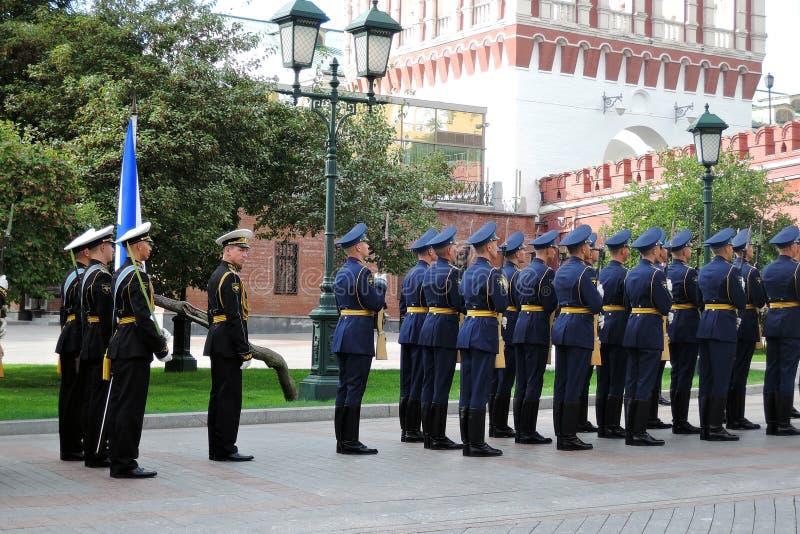 Homens no uniforme militar preto e azul imagem de stock royalty free