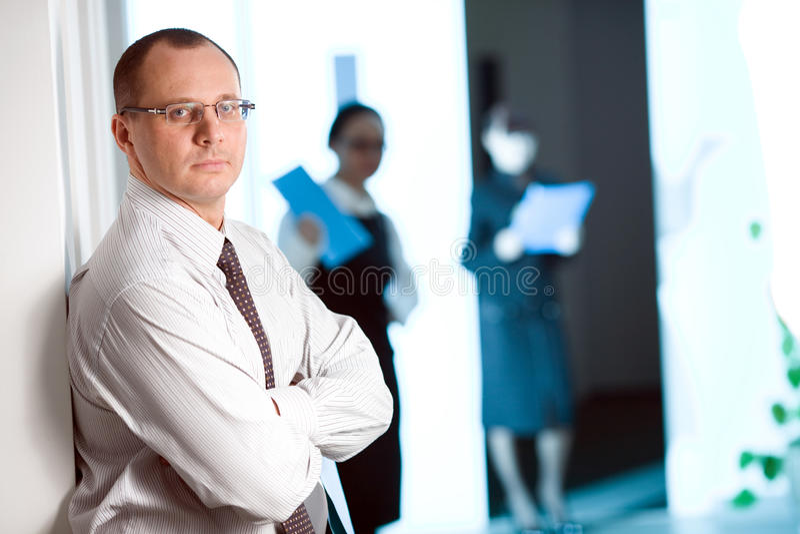 Homens nos vidros com laço imagem de stock royalty free