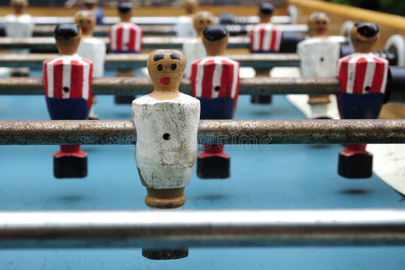 Homens pequenos do futebol da tabela de Foosball fotografia de stock royalty free