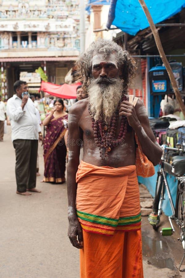 Homens santamente de Sadhu perto do templo de Sri Ranganathaswamy Índia sul, Tamil Nadu fotos de stock