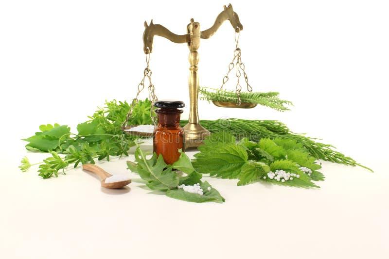 Homeopatia com escala do apothecary fotografia de stock