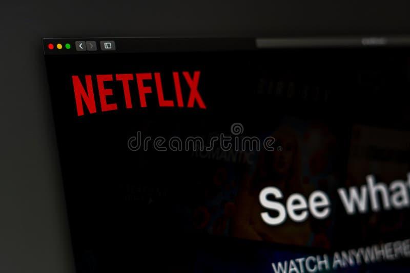Homepage de la página web de la compañía de Netflix Ciérrese para arriba del logotipo de Netflix imagenes de archivo