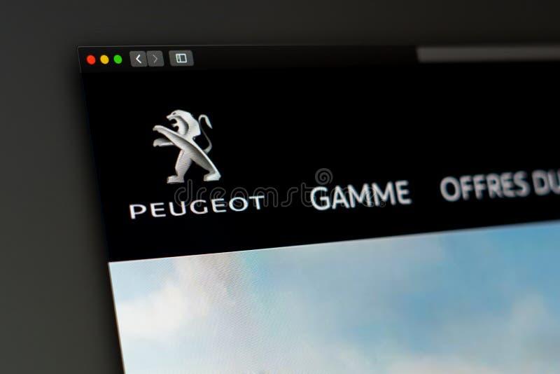 Homepage de la página web de la compañía de Peugeot Ciérrese para arriba del logotipo de Peugeot fotografía de archivo