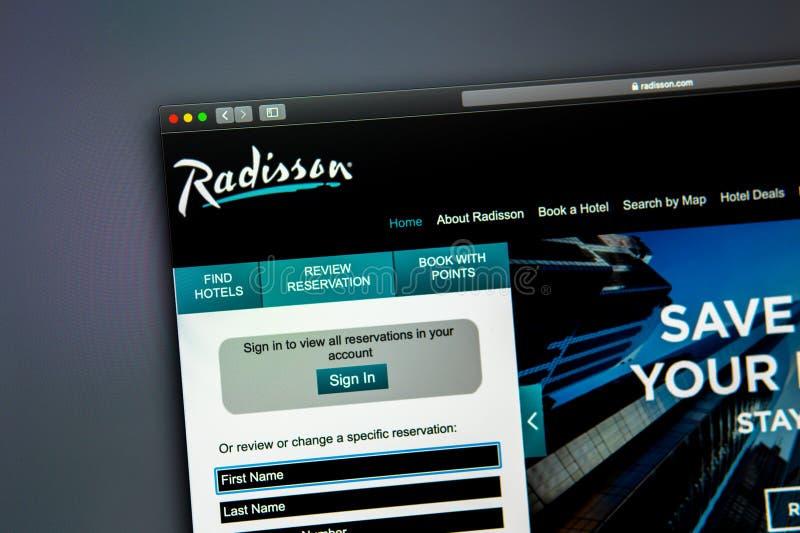 Homepage de la página web de la compañía de Radisson Ciérrese para arriba del logotipo de Radisson imagenes de archivo