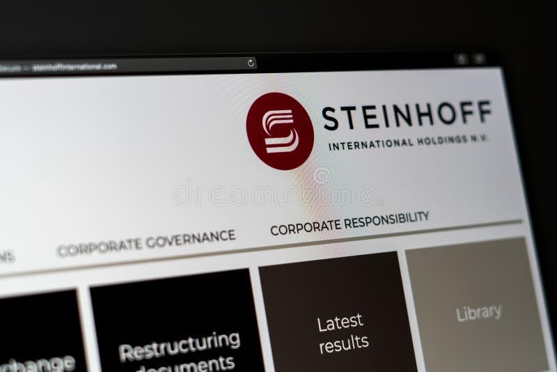 Homepage de la página web de la compañía de Steinhoff Ciérrese para arriba del logotipo de Steinhoff foto de archivo libre de regalías