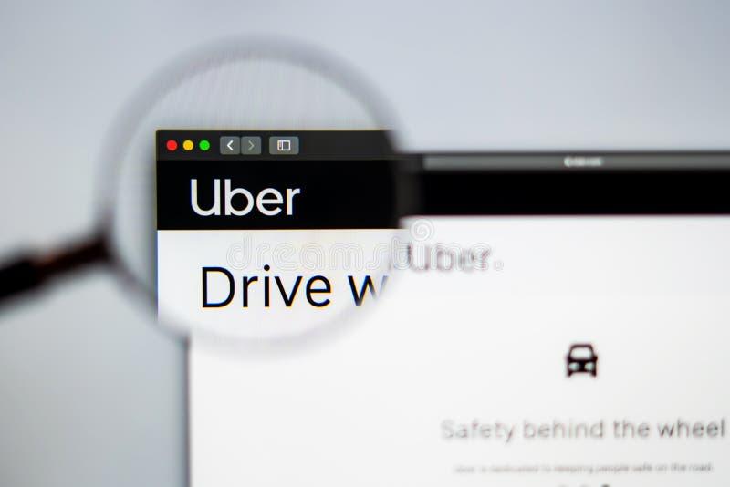 Homepage de la página web de la compañía de Uber Ciérrese para arriba del logotipo de Uber imagen de archivo
