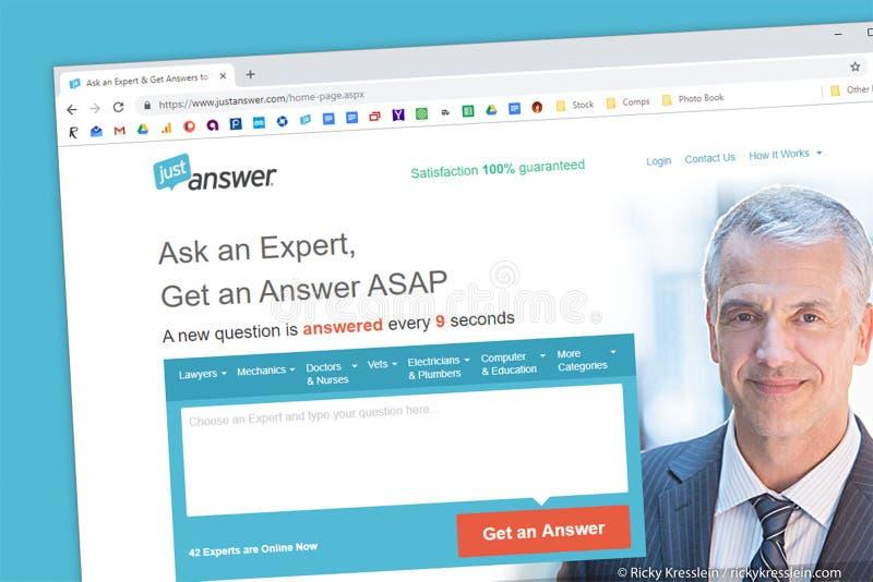 Homepage del sito Web di JustAnswer Chieda ed esperto aiuto nella tecnologia, i computer, la legge, valutazioni fotografia stock libera da diritti