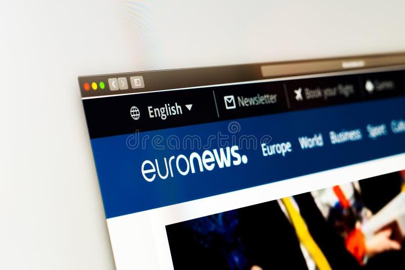 Homepage do Web site de Euronews Feche acima do logotipo do canal de Euronews fotografia de stock