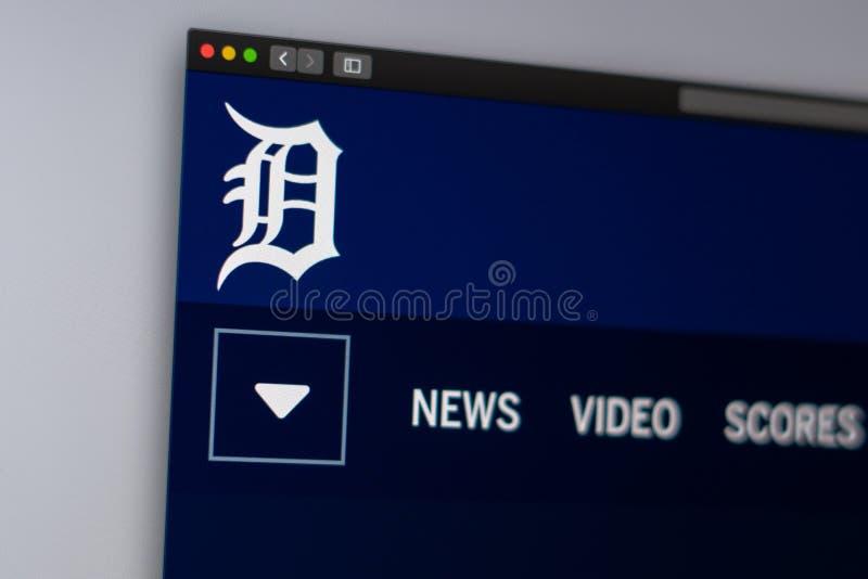 Homepage f?r basketlagDetroit Tigerswebsite St?ng sig upp av laglogo royaltyfri bild