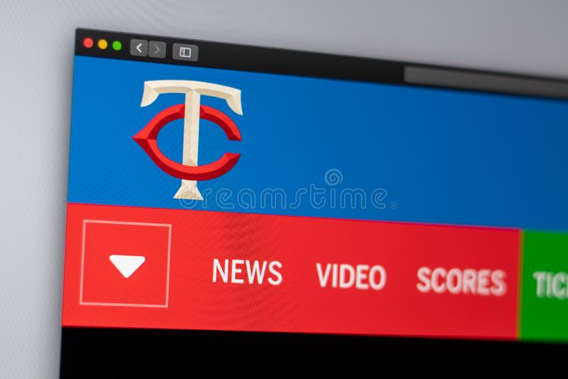 Homepage f?r basketlagMinnesota Twinswebsite St?ng sig upp av laglogo arkivbild