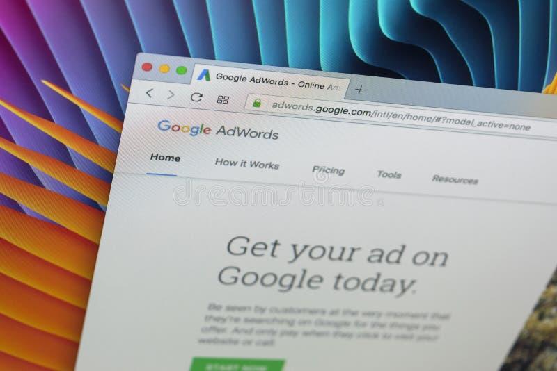 Homepage-Website Googles Adwords auf Bildschirm Apples IMac Google AdWords ist Online-Werbungs-Service lizenzfreies stockfoto