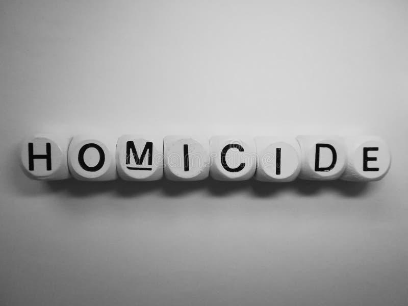 Homicidio de la palabra en dados de madera imagen de archivo