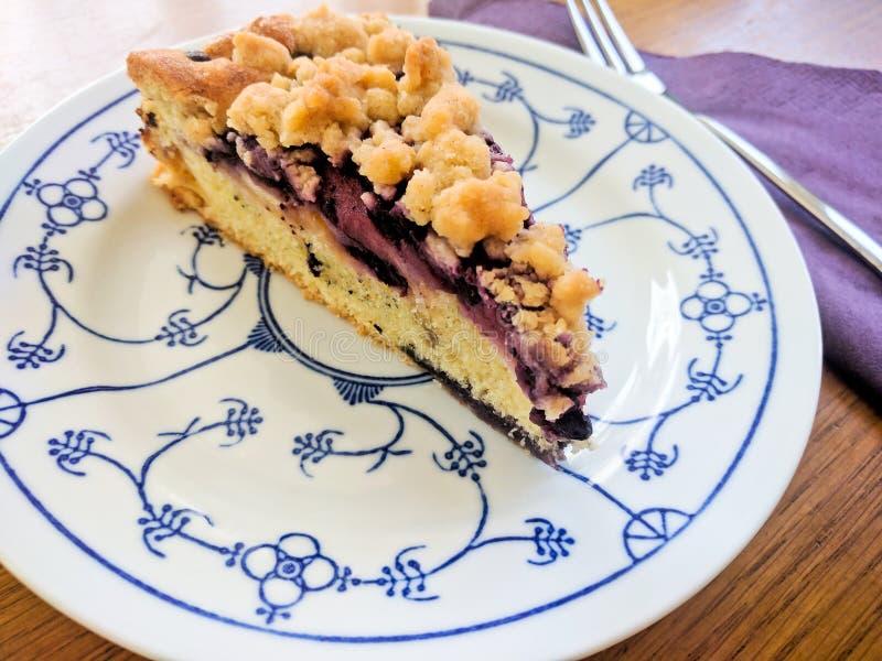 Hommade蓝莓碎屑蛋糕 库存图片