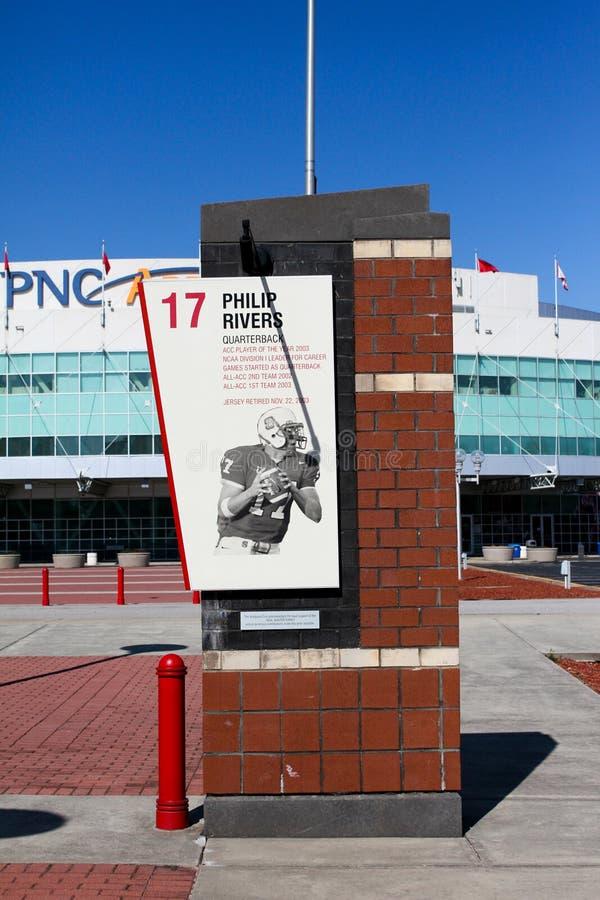 Hommage de nombre retiré par Philip Rivers de NCSU image stock