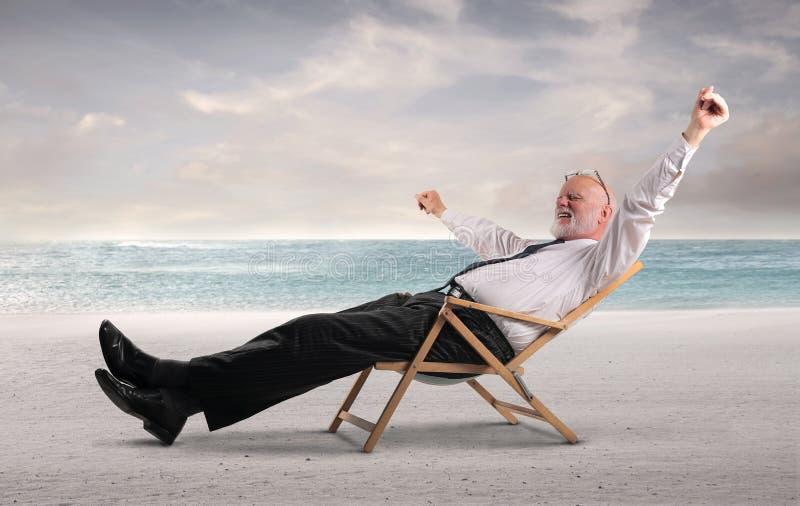 Homme à la plage photo stock