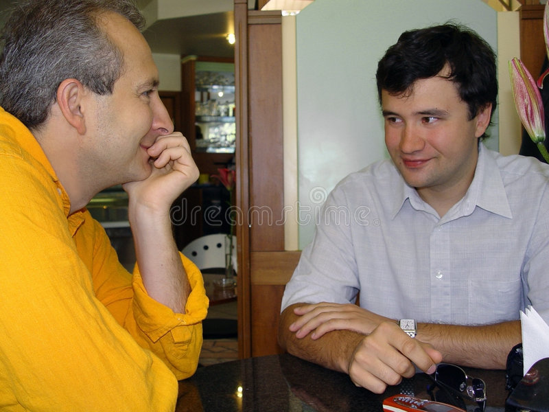 homme 2 au restaurant photo stock