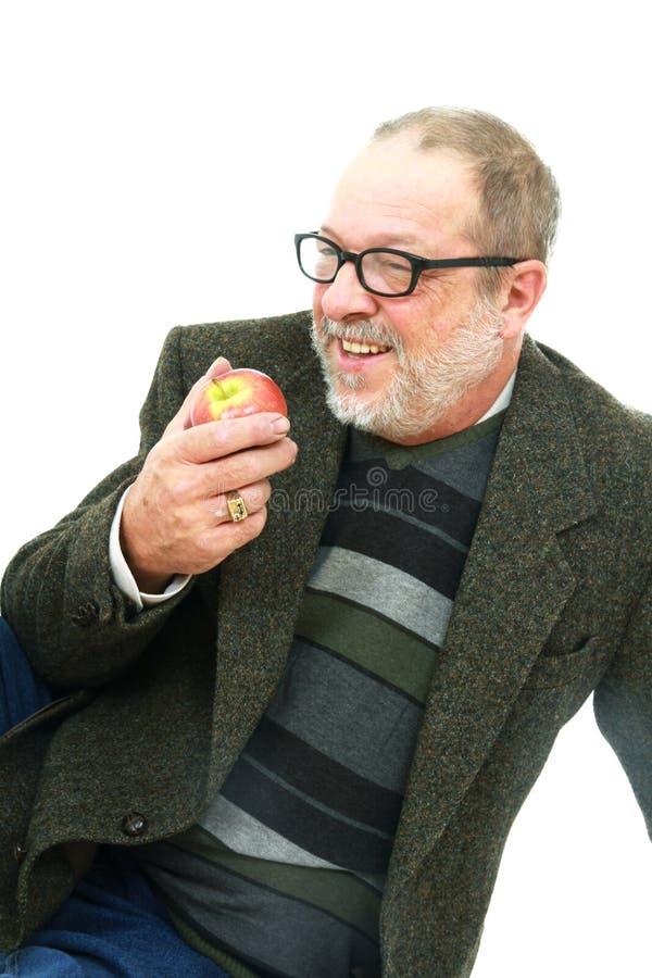 Homme aîné avec la pomme photos stock