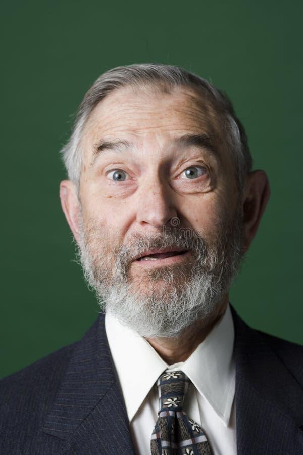 Homme aîné avec le regard étonné photographie stock
