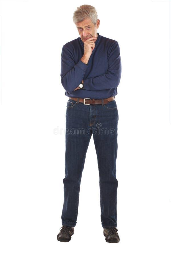 Homme aîné dans la pose pensive image stock