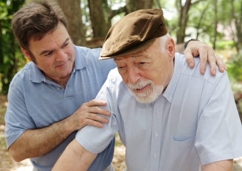 Homme aîné et fils inquiété photo libre de droits