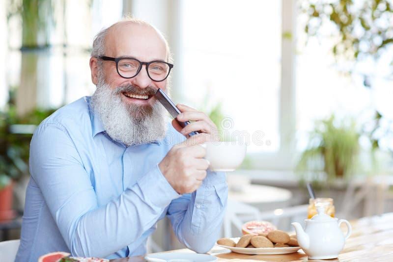 Homme aîné heureux photographie stock