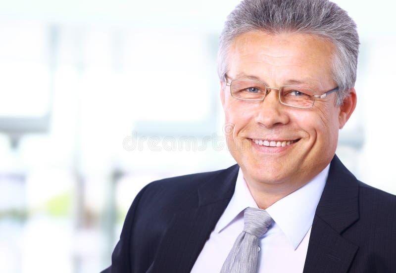 Homme aîné heureux d'affaires photos stock