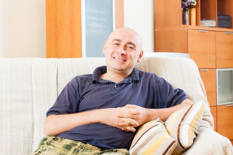 Download Homme adulte heureux image stock. Image du image, chauve - 45365369