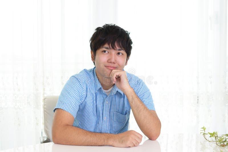 Homme asiatique décontracté photo libre de droits