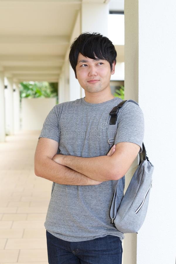 Homme asiatique décontracté image libre de droits