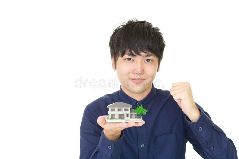 Homme asiatique de sourire photographie stock