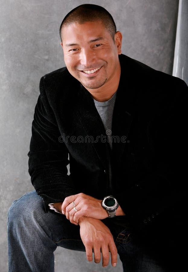 Homme asiatique de sourire photographie stock libre de droits