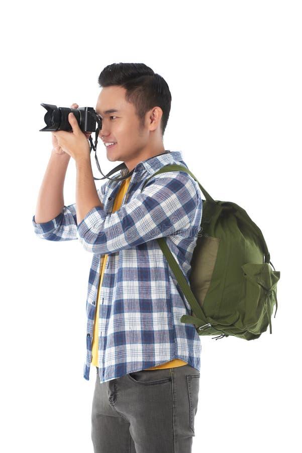 Homme asiatique employant l'appareil-photo photos stock