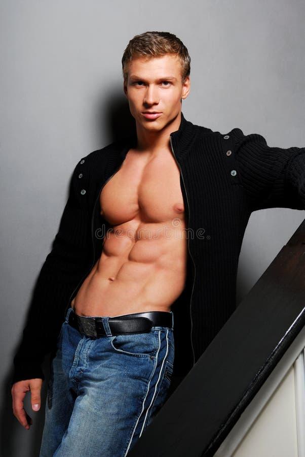 Download Homme assez jeune photo stock. Image du circuit, mâle - 4342404