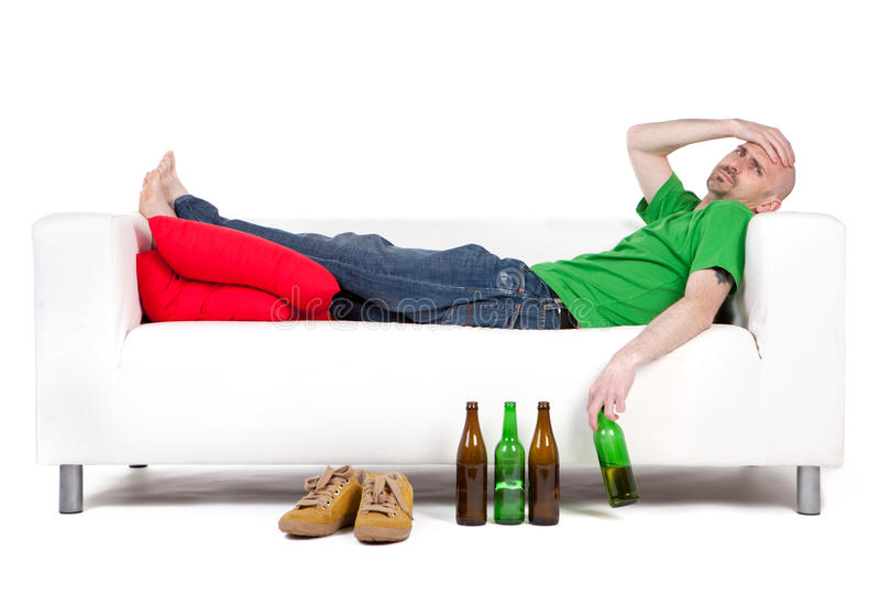 Homme avec de la bière photos stock