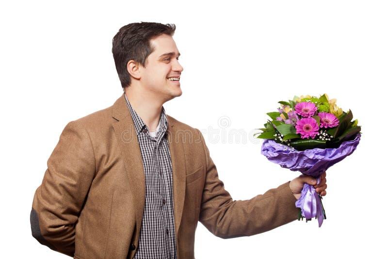 Homme avec des fleurs à disposition photo stock