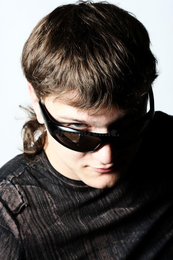 Homme avec des lunettes de soleil photo stock