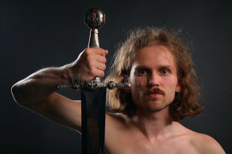 Homme avec l'épée photo libre de droits