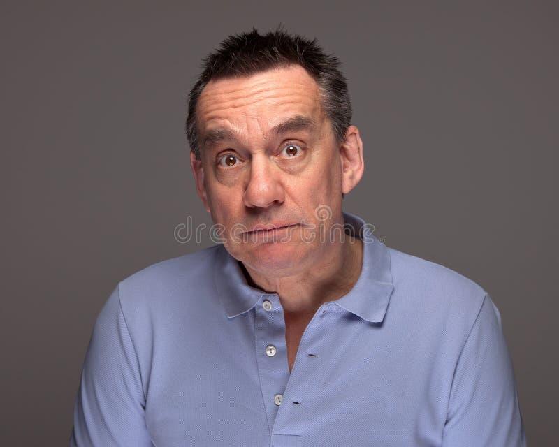 Homme avec l'expression triste étonnée photo stock