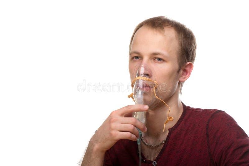 Homme avec l'inhalateur image stock