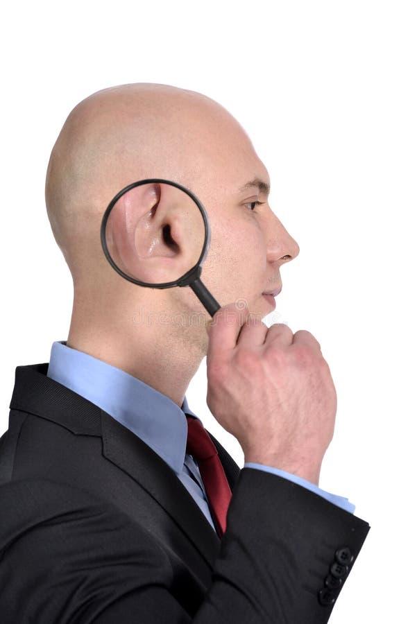 Homme avec l'oreille de agrandissement images stock