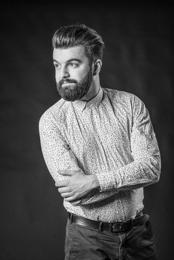 homme avec la barbe noire et blanche image stock image du barbu beau 68788875. Black Bedroom Furniture Sets. Home Design Ideas
