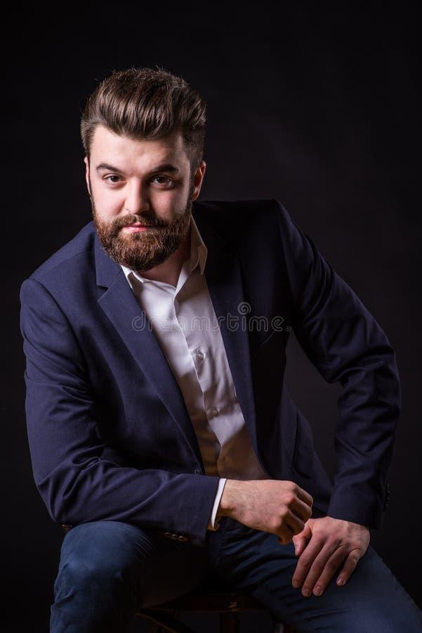 Homme avec la barbe, portrait de couleur photographie stock