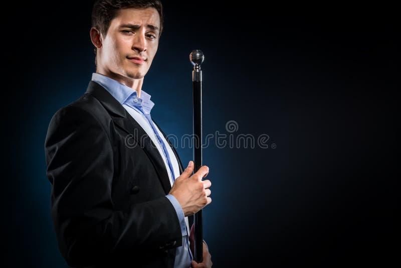 Homme avec la canne photographie stock
