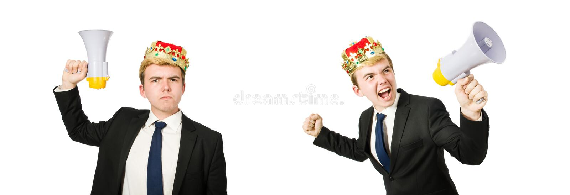 Homme avec la couronne et le m?gaphone d'isolement sur le blanc image stock