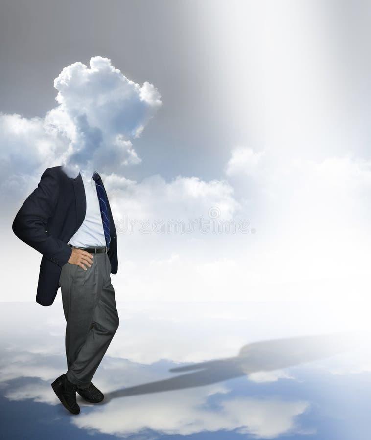 Homme avec la tête nuageuse images stock